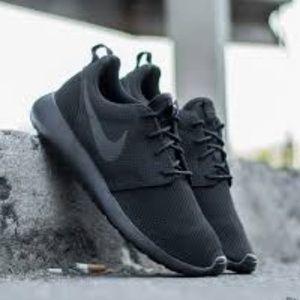 Nike Roche Ones All Black